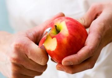 """苹果要不要削皮 WHO说""""最好削"""""""